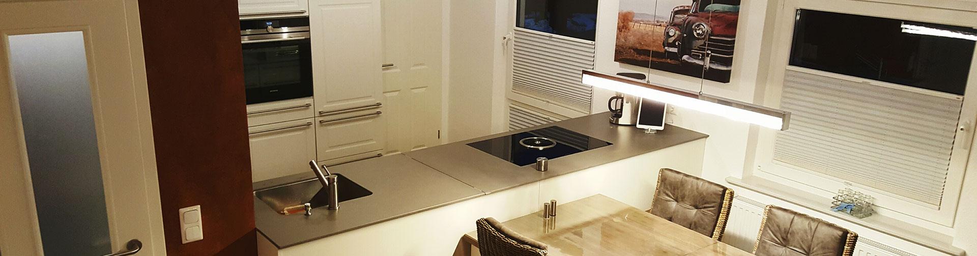 ganz ohne bohren plissee mit klemm oder klebetechniken montieren. Black Bedroom Furniture Sets. Home Design Ideas